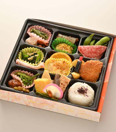 おつまみ弁当 1000~1500円(税別)