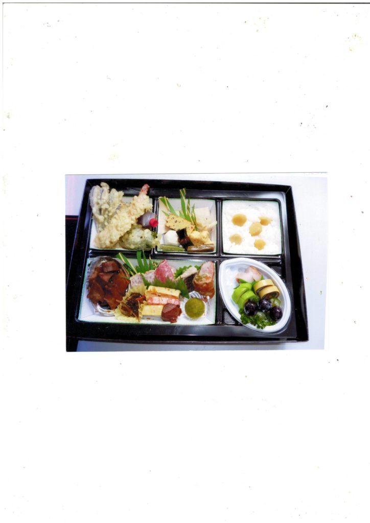 写真は4000円(税別)) 季節により内容が変わります